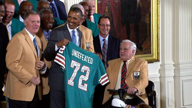 Obama lauds undefeated 1972 Miami Dolphins