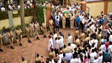 Photos: Cricketers pay their last respects to Ajit Wadekar