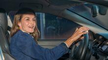 La reina Letizia recoge a su hija en la escuela en tenis y sin una gota de maquillaje