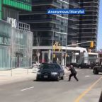 VIDEO: Toronto officer faces off with driver accused of killing 9 in van incident