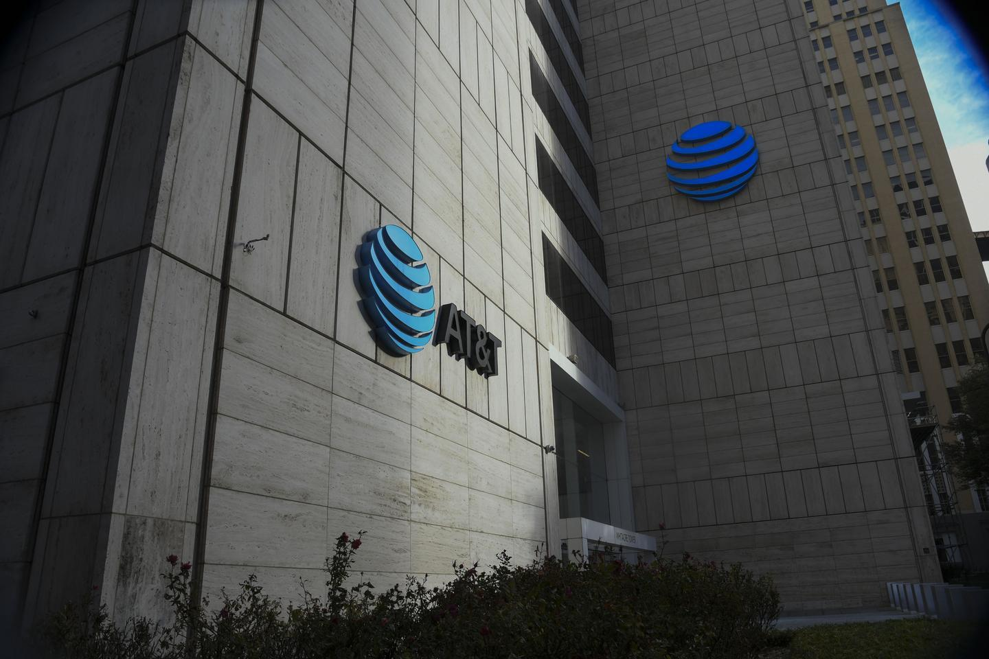 News post image: AT&T is bolstering pay for 'front-line' workers amid growing demands on networks