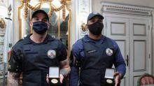 Guardas humilhados por desembargador são homenageados pela Prefeitura de Santos