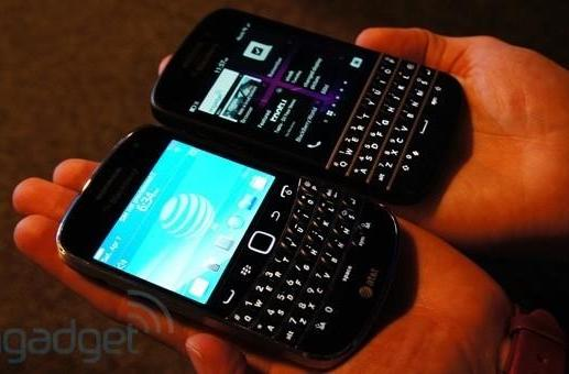 BlackBerry Bold vs BlackBerry Q10: fight!