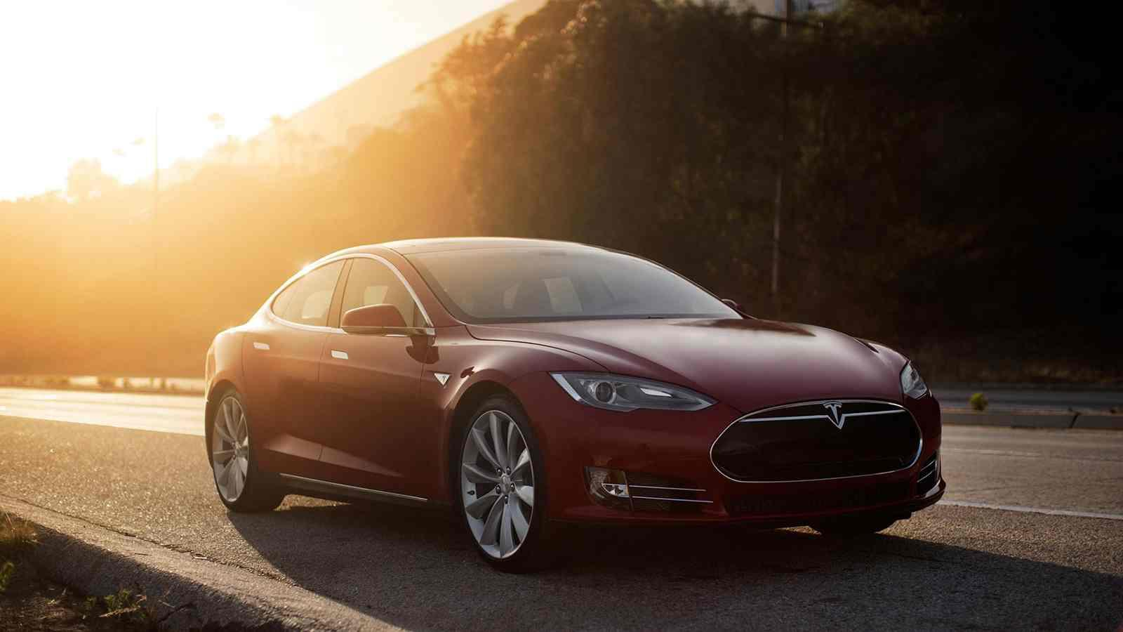 Singapore's Penalty for Electric Cars – The First Tesla Model S in Singapore