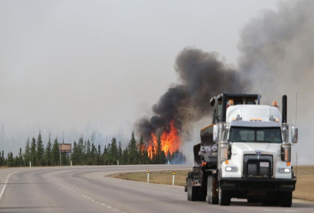 The wildfire in Alberta oil sands region doubled in size in one day, covering more than 200,000 hectares and is continuing to grow, the Alberta Emergency Management Agency says (AFP Photo/Cole Burston/)