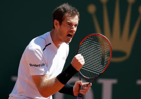 El tenista escocés Andy Murray celebra durante su encuentro frente al luxemburgués Gilles Muller en la segunda ronda  del Abierto de Montecarlo
