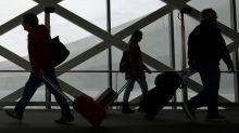 Cobrança por bagagem não reduz preço das passagens aéreas e se torna alvo do Congresso