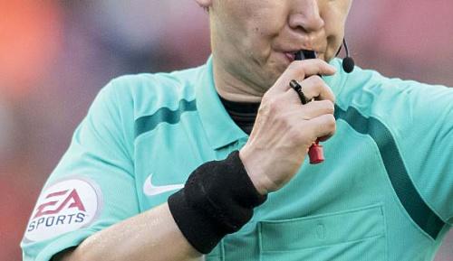 International: China: Schiedsrichter pfeift wegen Flugtermin früher ab