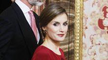 La reina Letizia vuelve al rojo