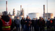 """A Donges, """"l'arrêt conjoncturel"""" de la raffinerie Total inquiète ses salariés"""