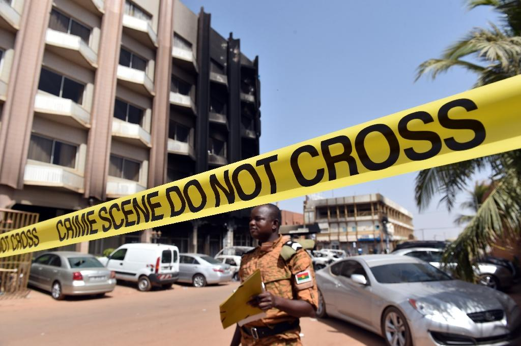 A soldier stands behind a security barrier ouside the damaged Splendid Hotel in Burkina Faso's capital Ouagadougou on January 17, 2016 (AFP Photo/Issouf Sanogo)