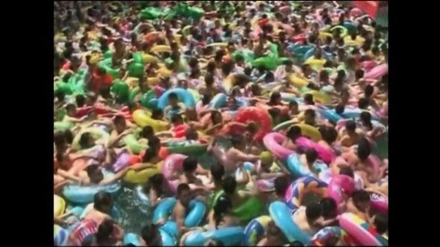 Heat wave in China brings 15,000 to pool