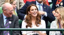 Kate Middleton se sienta con la plebe