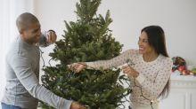 Astuce sapin de Noël : vous n'accrochez probablement pas vos guirlandes électriques correctement