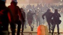 Protesta nella Capitale per le misure del governo, protagonista l'estrema destra