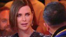 Charlize Theron denuncia un beso sin consentimiento en directo
