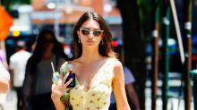 Emily Ratajkowski a trouvé la parfaite petite robe fleurie pour l'été