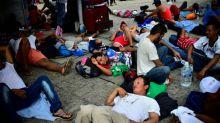Miles de hondureños avanzan por México pese a advertencia de EEUU
