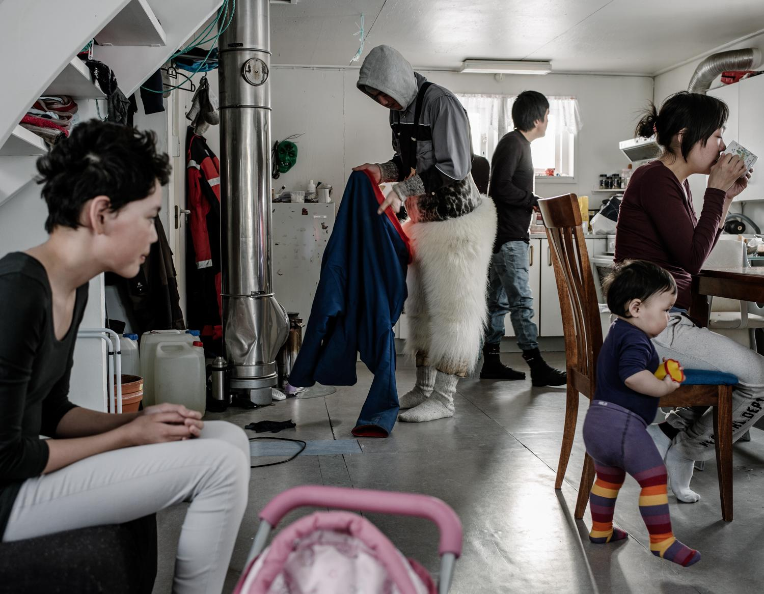 Photographer documents climate change, Greenland's Inuits