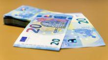 El euro baja a 1,1205 dólares