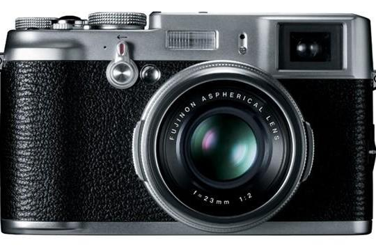 Fujifilm intros FinePix X100: 12.3MP APS-C-based camera with Hybrid Viewfinder, loads of gorgeous