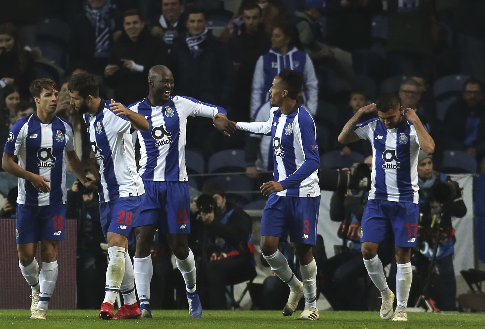 Porto Defeats Schalke 3 1 To Win Its Champions League Group