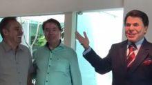 Gugu Liberato dá presente inusitado para Silvio Santos