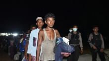 Indonesian fishermen rescue Rohingya Muslims fleeing Myanmar