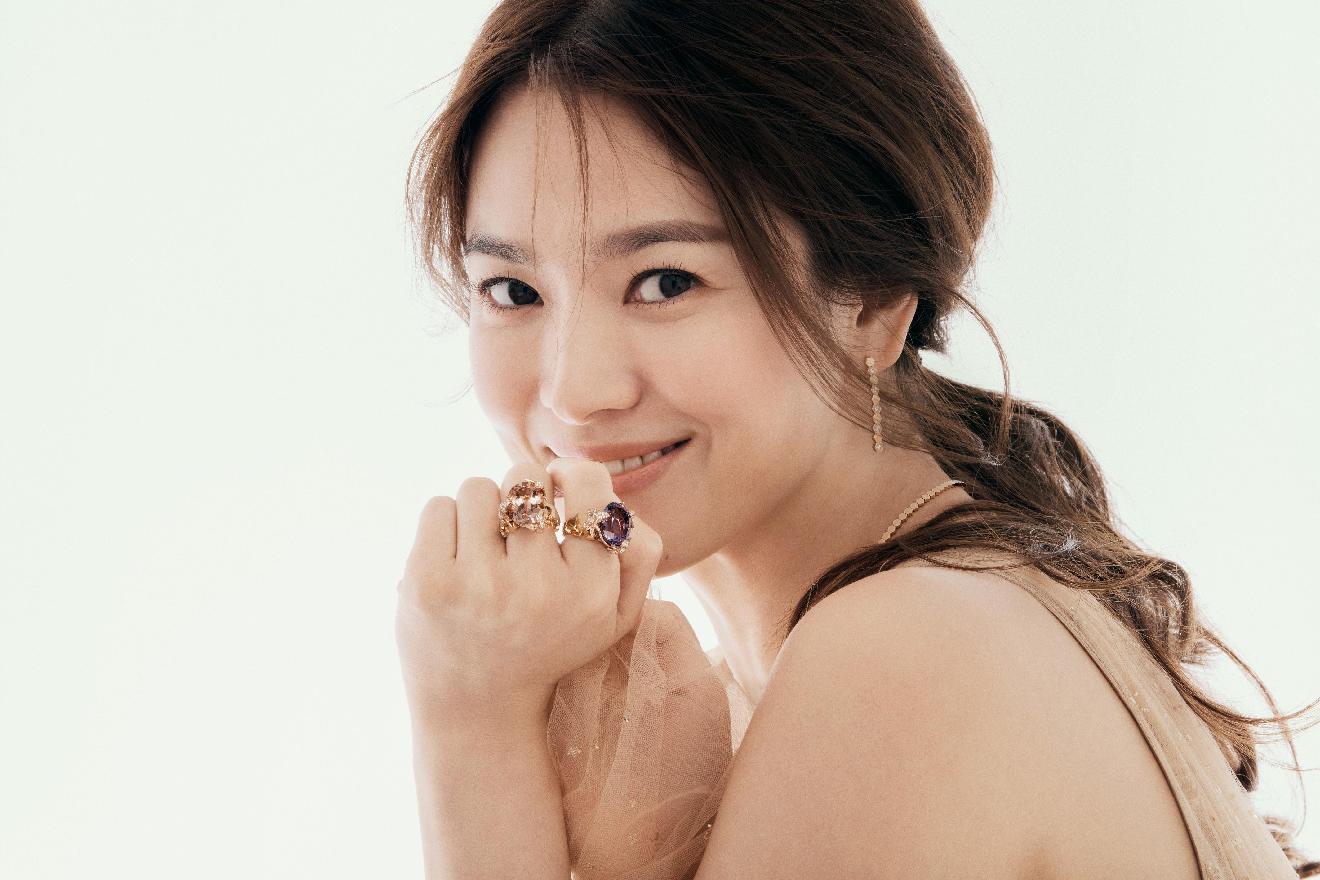 Korean star Song Hye-kyo returns to the spotlight with ...