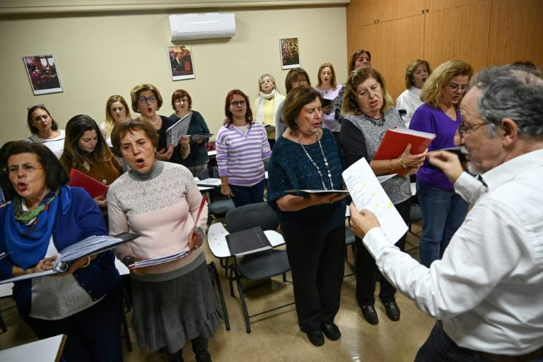 In an effort to save the language, a choir in Istanbul sings Judeo-Spanish songs (AFP Photo/Ozan KOSE)