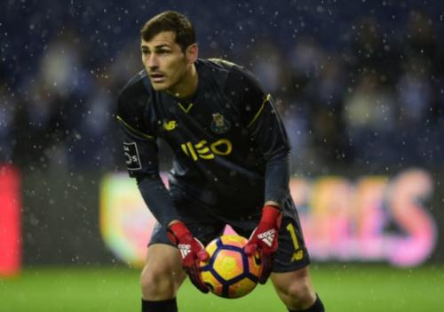 Ele fica! Casillas anuncia renovação com o Porto: 'Muito contente'