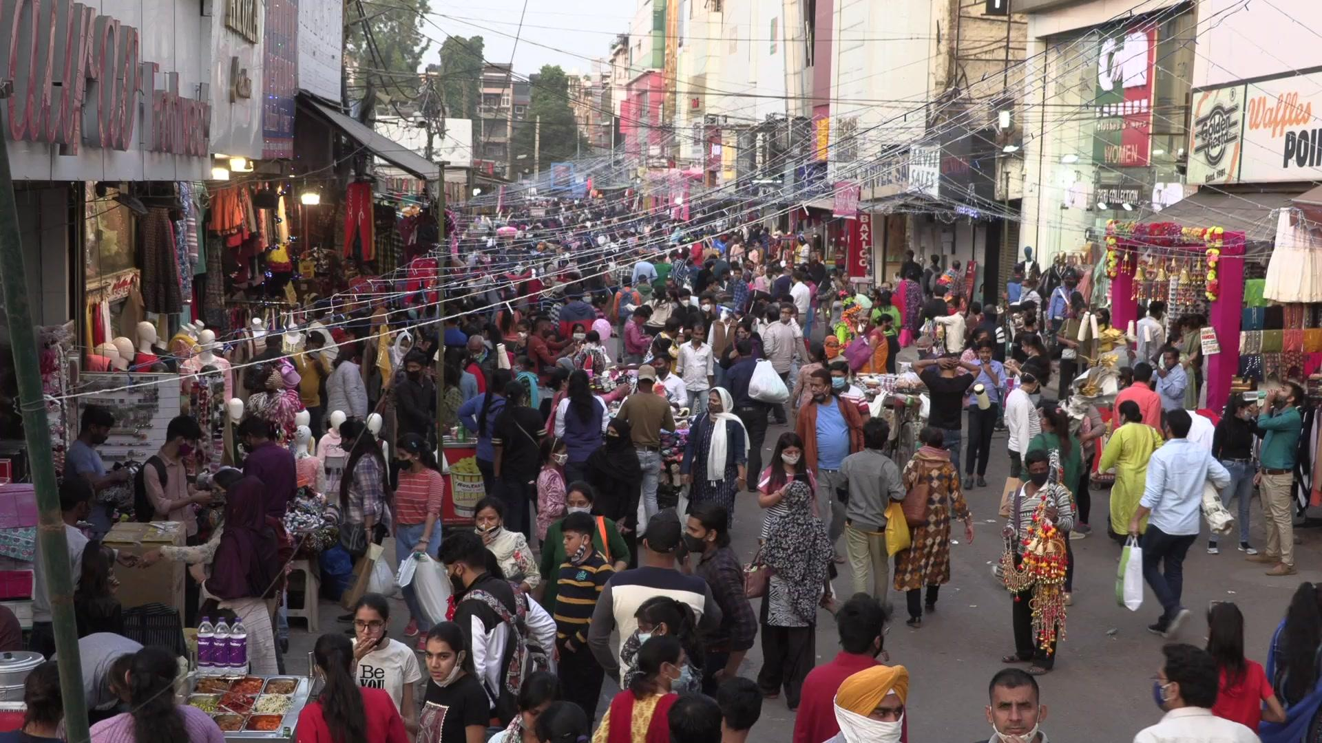 India: Shoppers shrug off pandemic ahead of Diwali