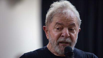 Esperado por protestos, Lula diz não entender tanto ódio