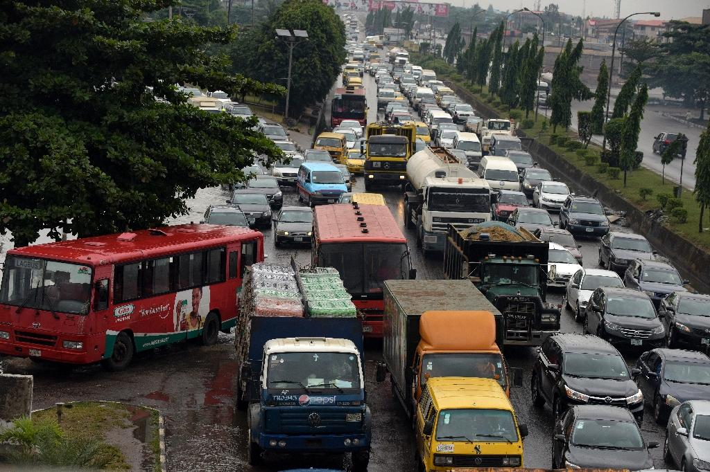 Vehicles are stuck in a traffic jam in Lagos, on August 20, 2015 (AFP Photo/Pius Utomi Ekpei)