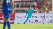 Duell verloren: Schalkes Schubert bei Reserve im Tor