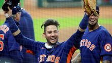 Yuli Gurriel takes pay cut to $7M to stay with Astros