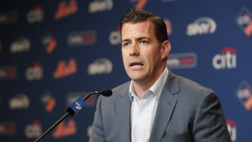 Mets GM denies telling manager what to do