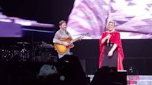 Kelly Clarkson's Husband Surprises Her Onstage With Emotional Cameo