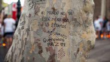 (FOTOS) Los mensajes solidarios en los árboles de La Rambla de Barcelona tras el ataque terrorista