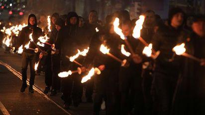 Sofia: neonazisti d'Europa sfilano tra le proteste