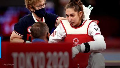 Ex-xodó do Irã, refugiada perde medalha, sai chorando e é atacada por país natal