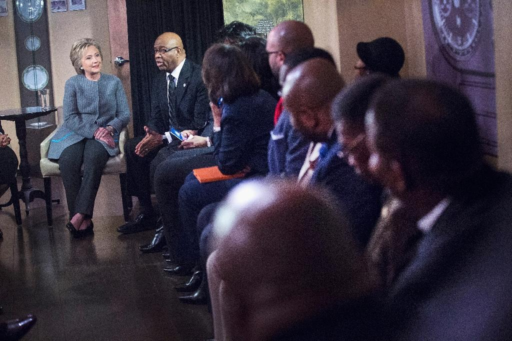 Democratic presidential candidate Hillary Clinton (L) meets with African American ministers on March 5, 2016 in Detroit, Michigan (AFP Photo/Scott Olson)