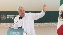 López Obrador: Vallas frente a Palacio Nacional son para evitar provocaciones