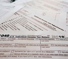 Average tax refunds fall for second straight week, creating political flashpoint
