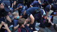 Pologne : des manifestants tentent d'empêcher l'arrestation d'une militante LGBT