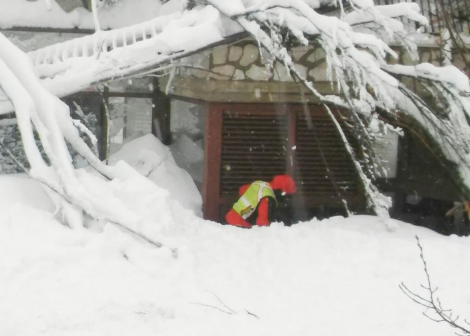 <p>A member of Lazio's Alpine and Speleological Rescue Team is seen on Jan 19, 2017, in front of the Hotel Rigopiano in Farindola, central Italy, hit by an avalanche. (Lazio's Alpine and Speleological Rescue Team. Soccorso Alpino Speleologico Lazio/Handout via REUTERS) </p>