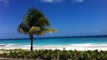 Home office na praia: ilha paradisíaca oferece visto de trabalho na pandemia