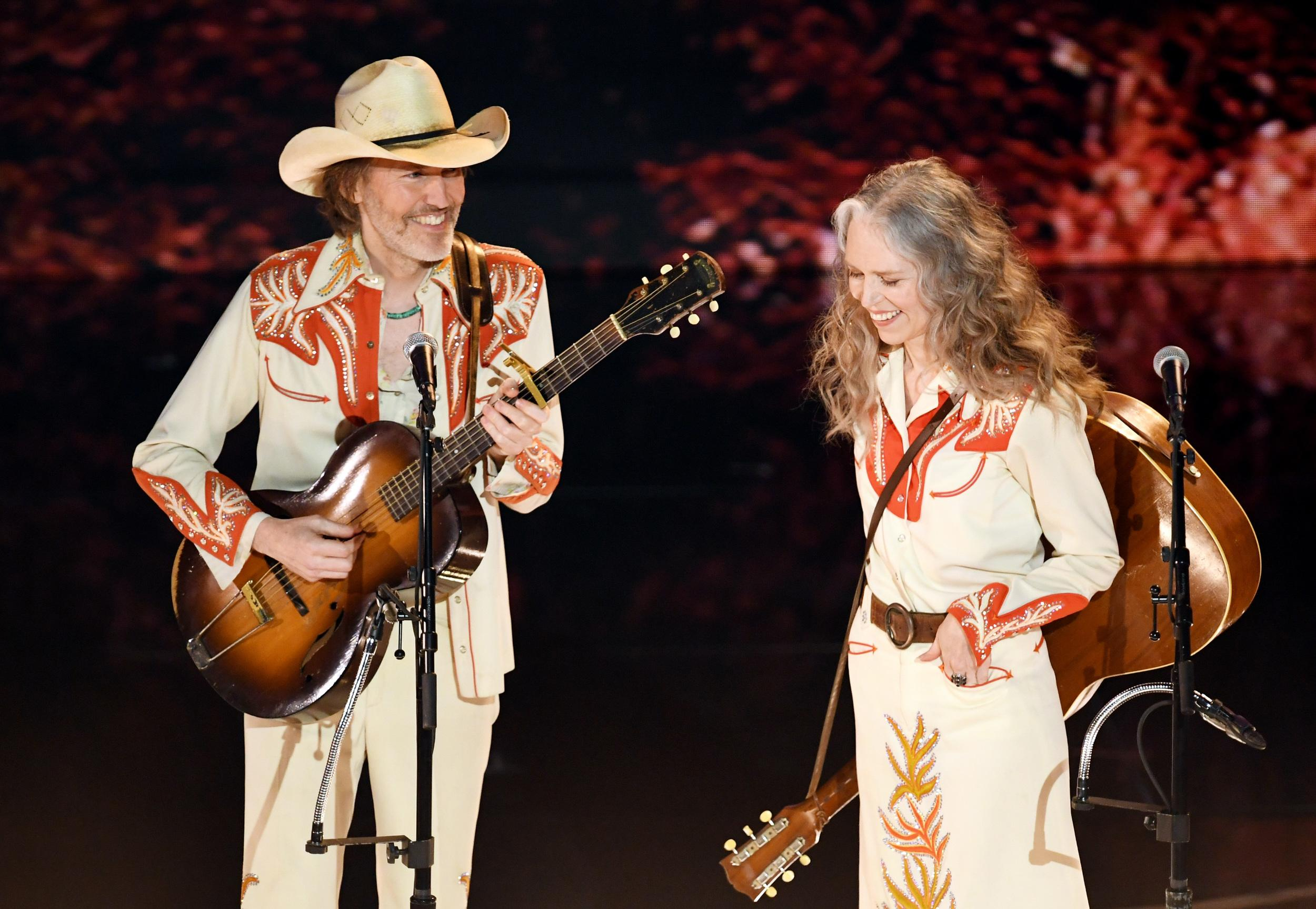 HOLLYWOOD, CALIFORNIA - FEBRUARY 24: (L-R) David Rawlings and Gillian Welch perform onstage during the 91st Annual Academy Awards at Dolby Theatre on February 24, 2019 in Hollywood, California. (Photo by Kevin Winter/Getty Images)