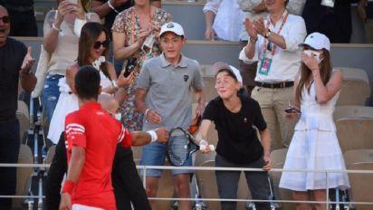 Il regalo di Djokovic a un tifoso adolescente