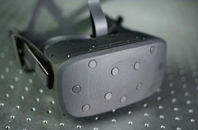Oculus prototype uses moving lenses for sharper focus